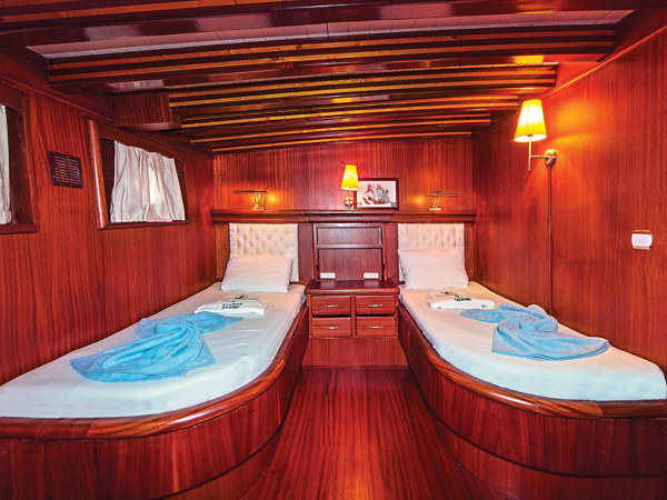 Main Deck–Single Beds