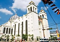 Discover San Salvador on a guided tour