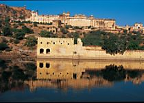 Explore the Palace Museum and other sites of Jaipur