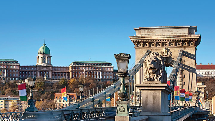 See St Stephen Basilica while touring Budapest