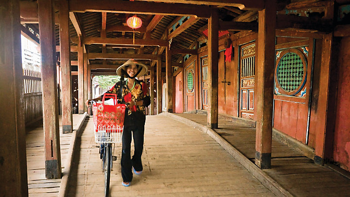 View well-preserved landmarks of Hoi An like this Japanese covered bridge