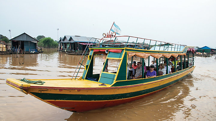 Discover a local floating market in Siem Reap